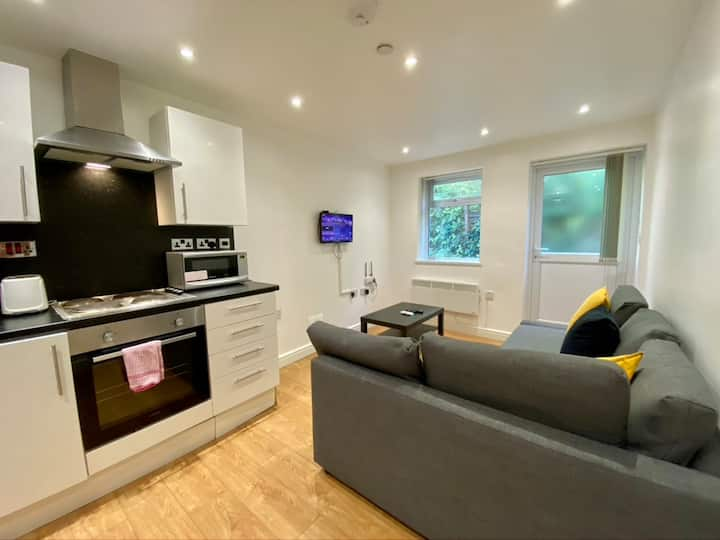 1 Bed Modern & Spacious Apartment by City Centre