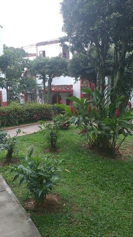 Casa al lado del jardín botanico