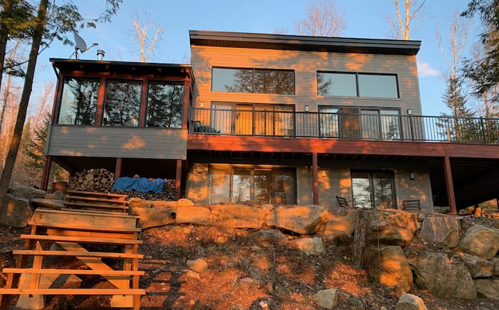 Lakefront Chic & Modern Chalet near Mont Tremblant