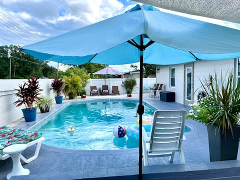 Elegant home & Oasis mood centrally located & pool