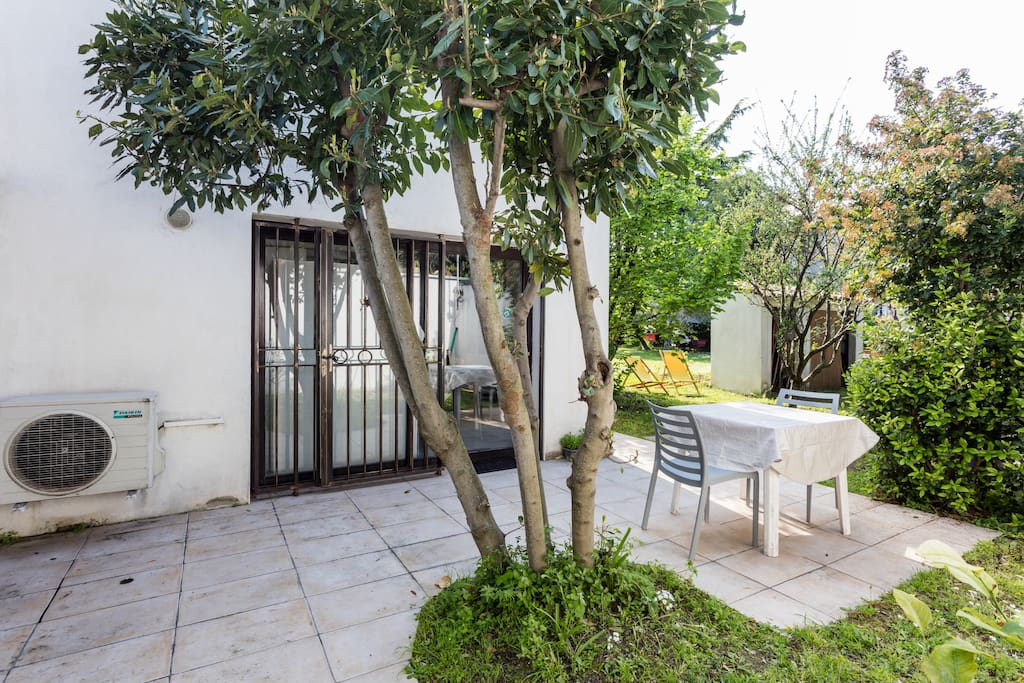 Petite maison jardin proche com die houses for rent in montpellier languedoc roussillon france - Maison jardin condominium montpellier ...