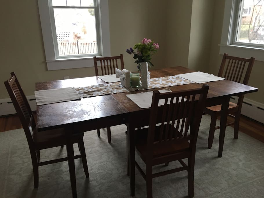 Dining room (table fits 6 comfortably)