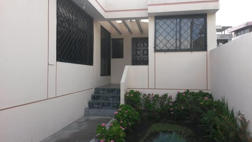 Cómoda y Amplia Casa para Estadías Temporales - Pifo - Hus