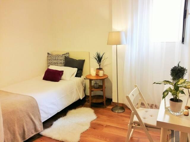 Habitacion pequeña y acogedora. - Madryd