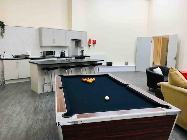 The Hall Bunk House, Pool Table, XBOX & Netflix