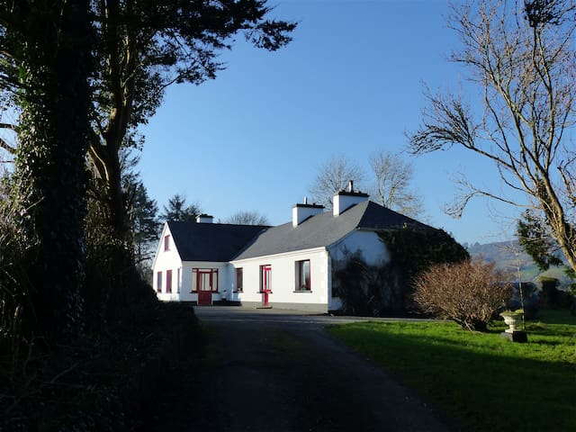 Double Bedroom in Traditional Music Farmhouse  ♪ - Corofin