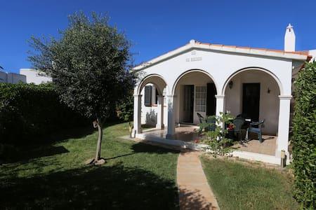 Casa con encanto en la playa, jardín y piscina - Ciutadella de Menorca - Dom