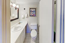 En-Suite bath to 2nd bedroom with tub/shower combination