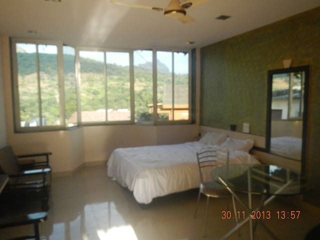 Guest House -Studio At Lonavala - Lonavala - Huis