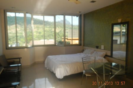 Guest House -Studio At Lonavala - Rumah