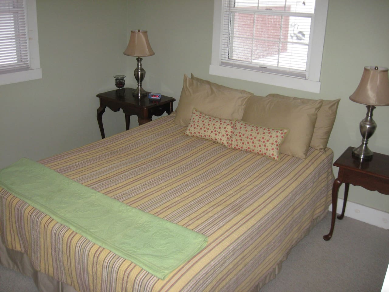 Queen size bed in 10x12 bedroom