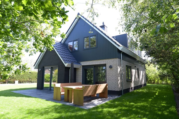 Peaceful Villa in De Koog near Sea