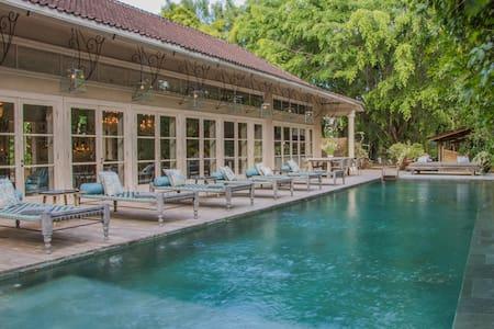 Villa Colonial - 1 BR with pool next to the beach - Kuta Selatan - Casa de camp