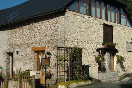 Bienvenue dans notre maison d'hôte  - La Barthe-de-Neste - Szoba reggelivel