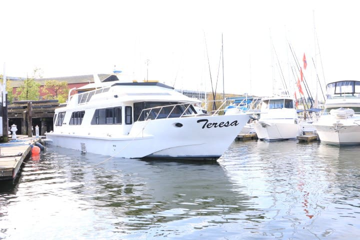 Motoryacht in False Creek! - Vancouver - Barco