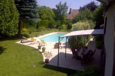 La Bourgogne dans un écrin pistache - Saint-Julien - Rumah