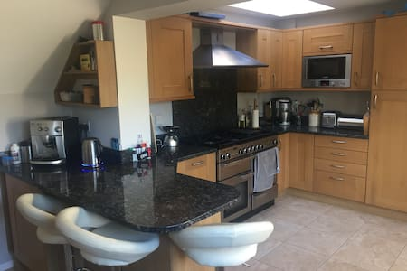 Single Room in Great House in Wokingham