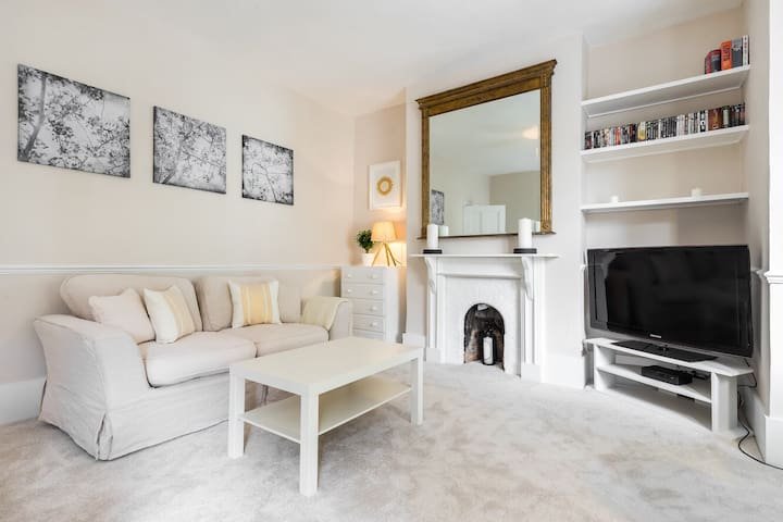 Bright 2 bed flat in Battersea close to Chelsea