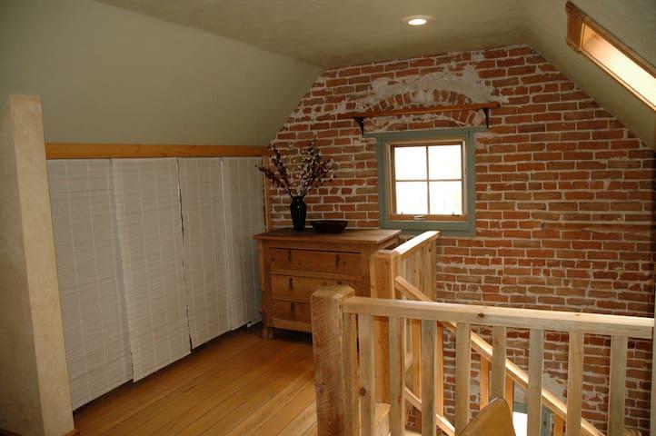 Moonstone Retreat Cottage