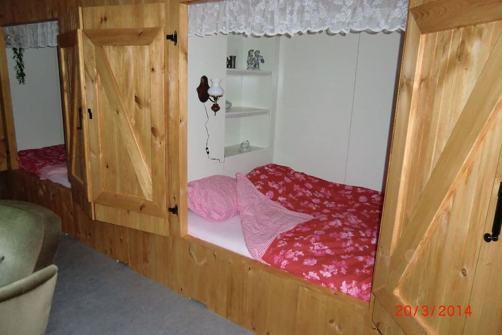 old dutch room slaaping in a bed clostet max 4 persons