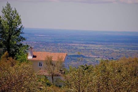 Tapado do Barreiro Farmhouse - Castelo de Vide - House