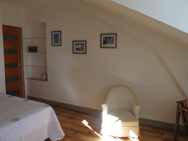 Une chambre plein sud face aux Pyrénées avec ses clichés enneigés