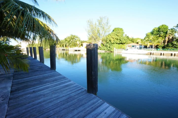 Quite and Charming waterfront condo - Miami Beach - Appartement