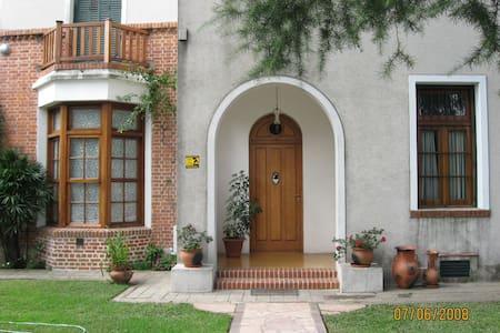 DEPARTAMENTO CON PARKING Y JARDIN - Quilmes