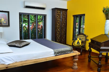 Luxury room in Kerala - Puthenvelikara