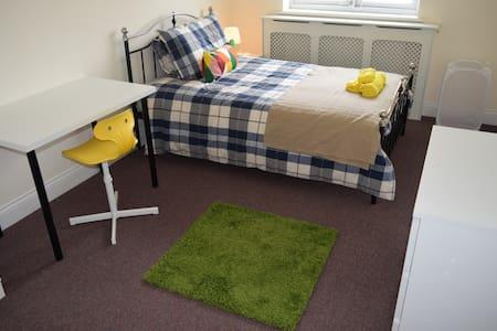 En-suite Bedroom 5 mins from Central Line (4) - Woodford - 獨棟