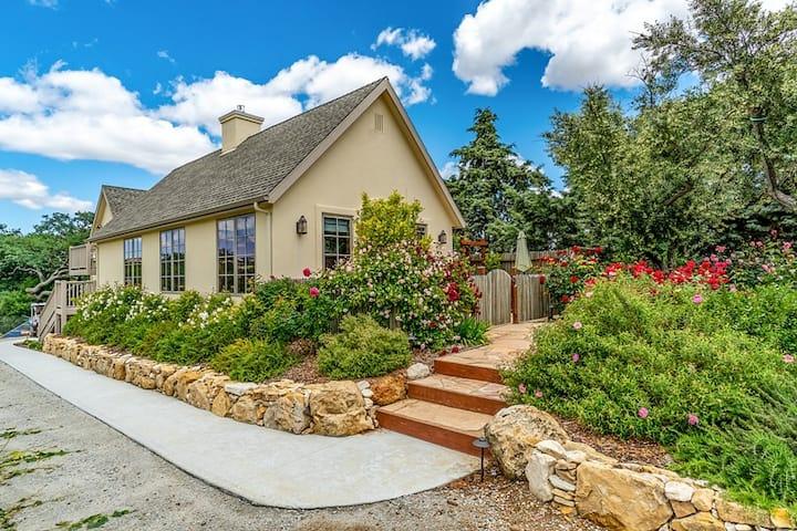 Grapestake Cottage Loft-Vineyard Getaway