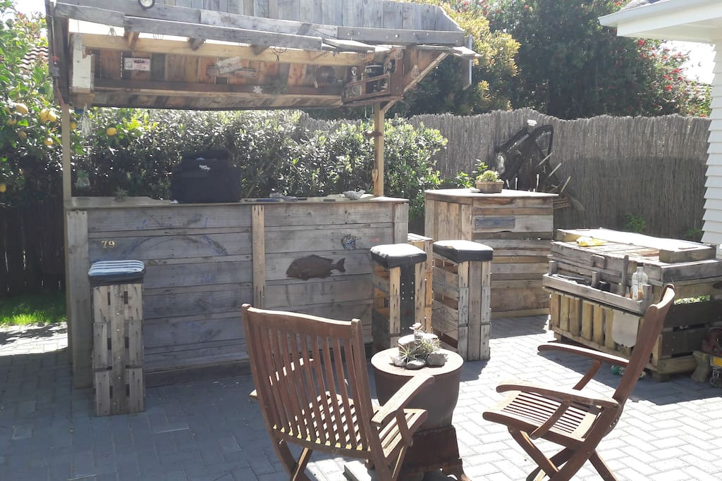 Pallet Bar and BBQ for al-fresco dining and outdoor fun