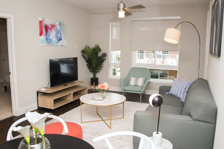 Kasa | Orange County | Cozy Modern 2BD/2BA Apartment