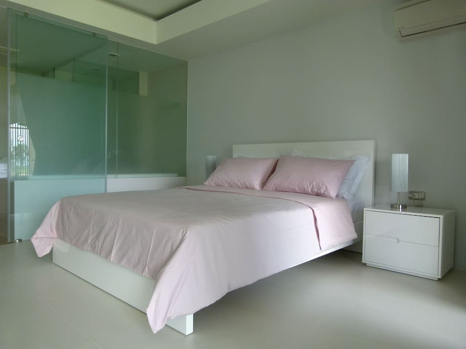 Bedroom with queensize bed