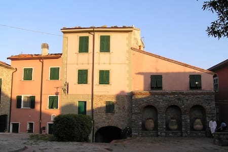TYPICAL HOUSE IN A LIGURIA VILLAGE - Montemarcello