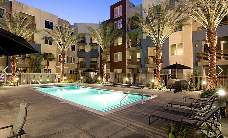 Fully Furnished Unit in heart of Irvine - Irvine - Apartment