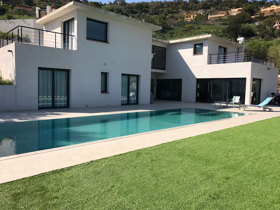 Newly added lawn by the pool: the perfect place to enjoy the beautiful and quiet surroundings