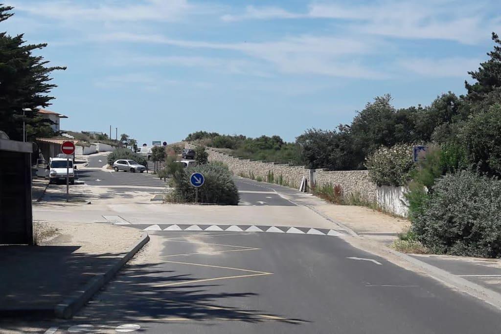Passage entre la maison et la plage (environ 150 mètres)
