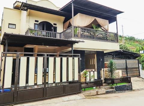 The Yuwono's at Gunung Geulis