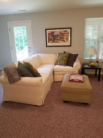 1 Bedroom Apt,Lower Level w/Private Entrance
