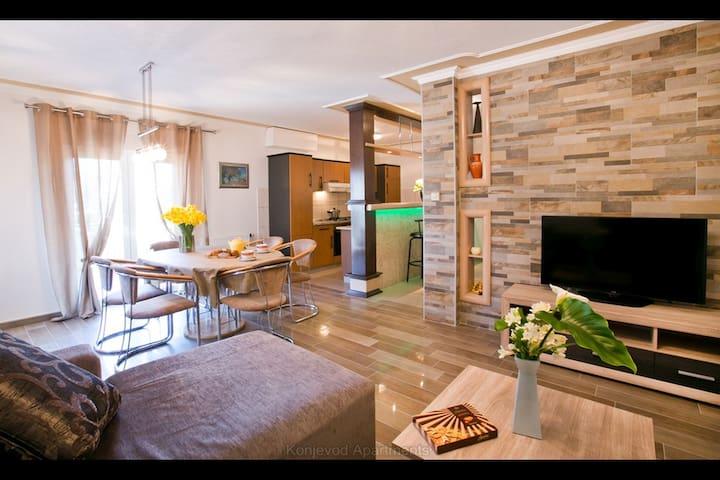 3 Br Seaside Seaview Apartment Large Balcony 100m2
