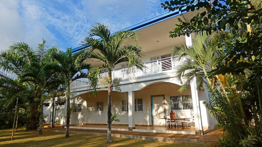 Luxury villa with pool in 3000 sqm tropical garden