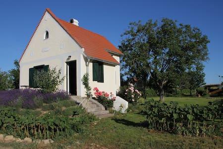 Lavender Cottage - Aszófő - Blockhütte
