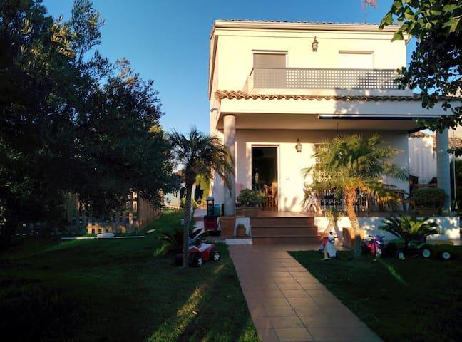 CHALET PAREADO CON PISCINA - Llíria - Haus