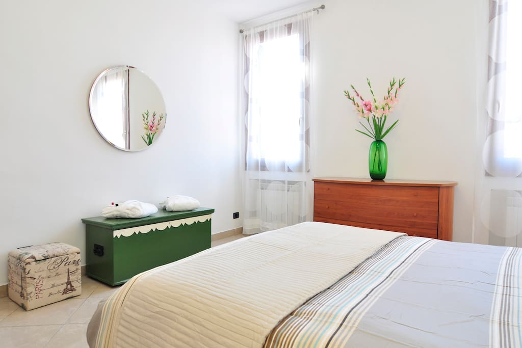 Large bedroom, very bright and a comfortable double bed with a nice view to Cannaregio.
