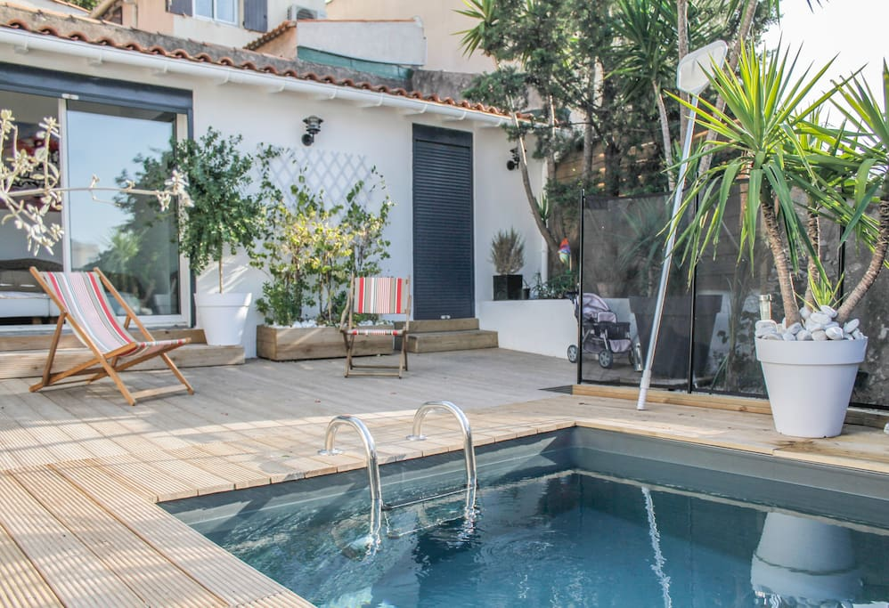 villa avec piscine au roucas blanc maisons louer marseille provence alpes c te d 39 azur france. Black Bedroom Furniture Sets. Home Design Ideas