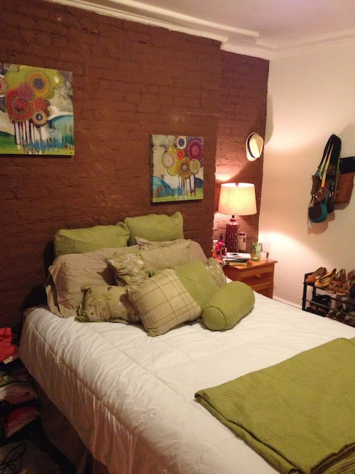 Cozy hells kitchen times sq 2br apartments for rent in for Hell s kitchen nyc apartments