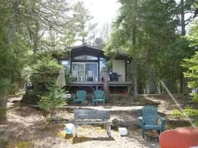 Canadian Cottage on beautiful lake - Havelock