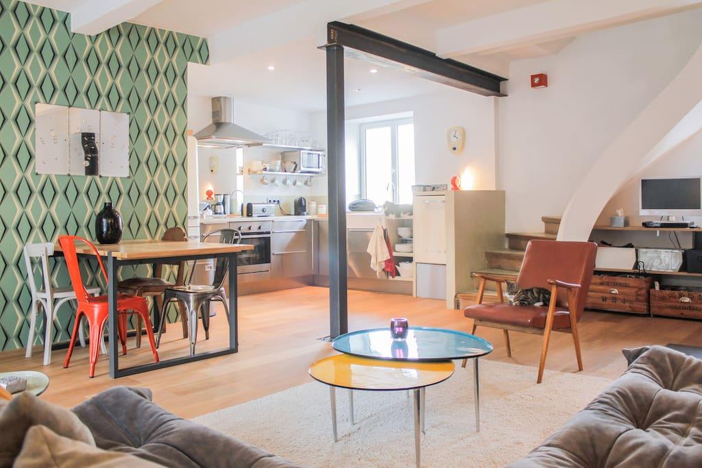 charmante maison avec piscine houses for rent in marseille provence alpes c te d 39 azur france. Black Bedroom Furniture Sets. Home Design Ideas
