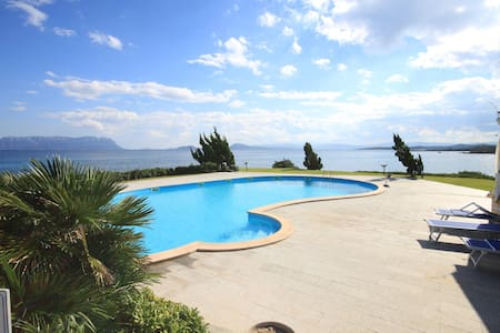 Large 1-bedroom apartment with pool - Golfo Aranci